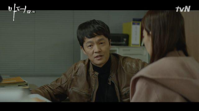 Chang-geun talking to Ye-eun about not giving up