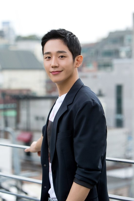 Interview] Jung Hae-in Wants to Rely on His Acting and Not on His