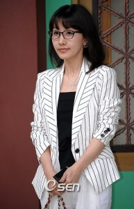 Lee Hyeon-kyeong (이현경)